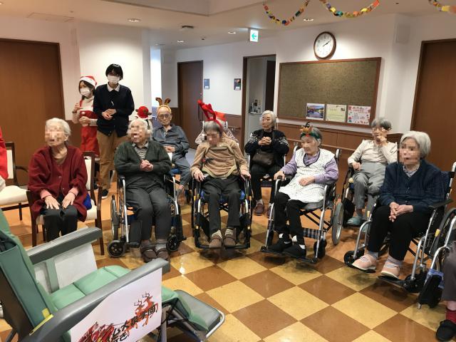 【AH大泉学園】合唱と演奏を楽しむ♪全員参加でクリスマス会を行いました♬
