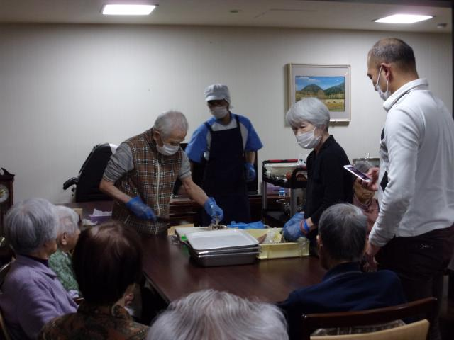 【AH横浜いずみ中央】今年度第2回目のお料理クラブが開催され、ピリッと辛くて美味しい「イカのピリ辛揚げ」を作りました♬