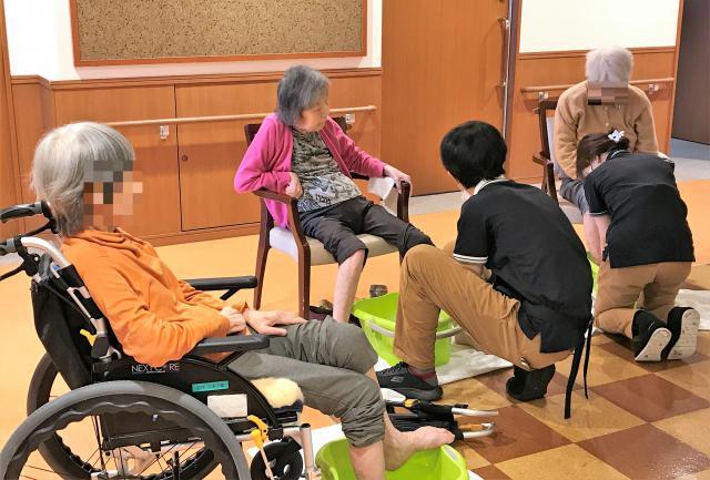 【AH大泉学園】全身の血行促進やリラクゼーション効果のある「足湯」を行いました♬